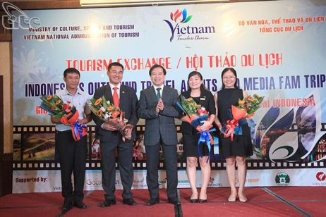 Indonesian media and travel agencies visit Viet Nam