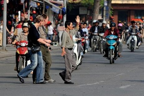 How to cross the road in Hanoi