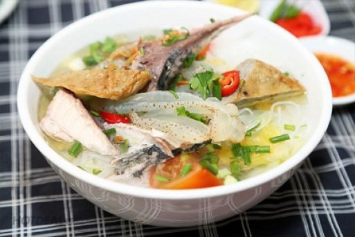 Bun Cha Ca Sua (Rice vermicelli with grilled fish and jellyfish)