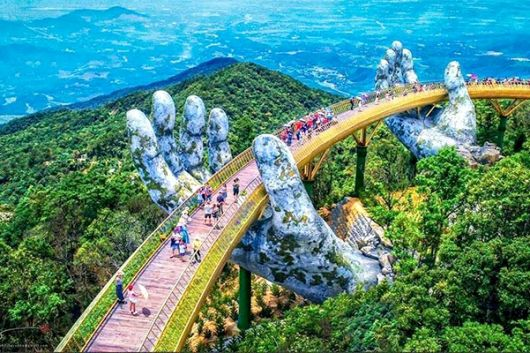 Da Nang city's Golden Bridge goes viral