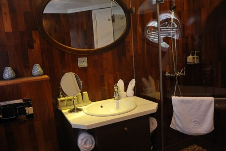 Bathroom Deluxe cabin