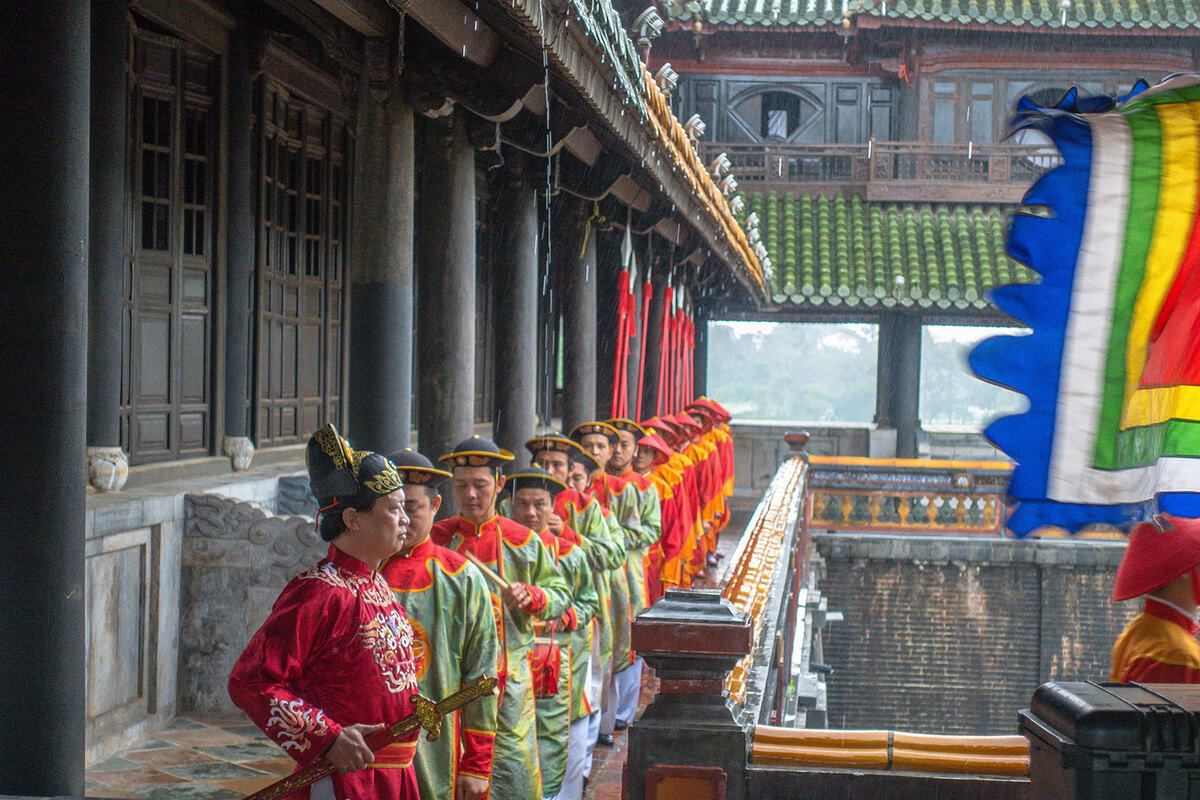 Changing of the guard at Hue Imperial Citadel pic 3