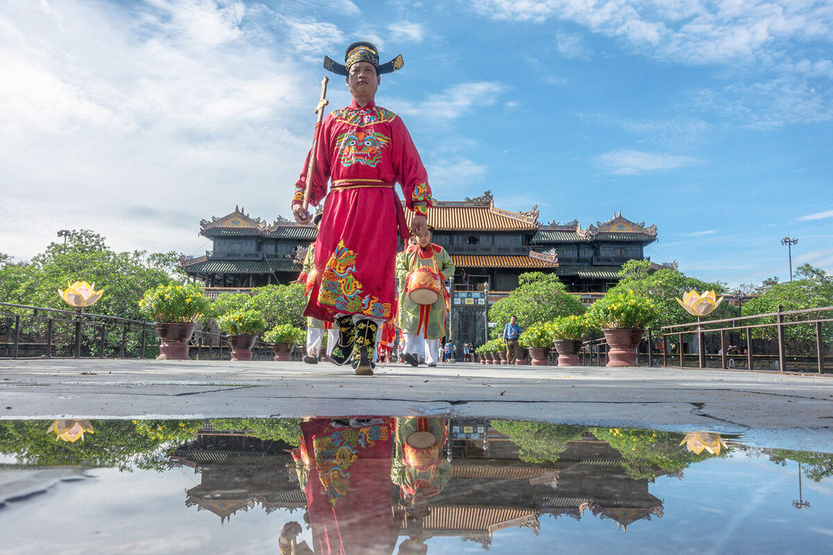 Changing of the guard at Hue Imperial Citadel pic 4