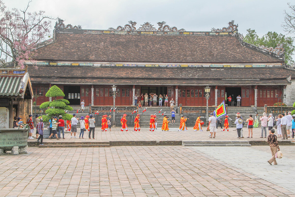 Changing of the guard at Hue Imperial Citadel pic 5