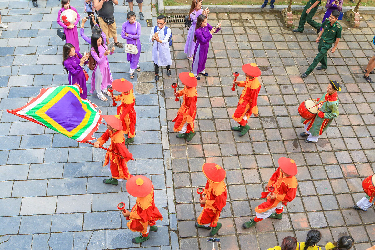 Changing of the guard at Hue Imperial Citadel pic 6