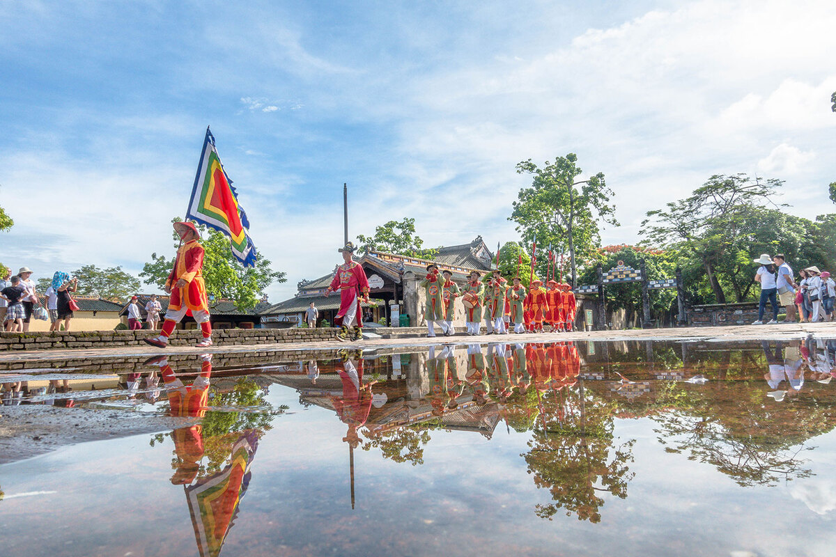 Changing of the guard at Hue Imperial Citadel pic 7