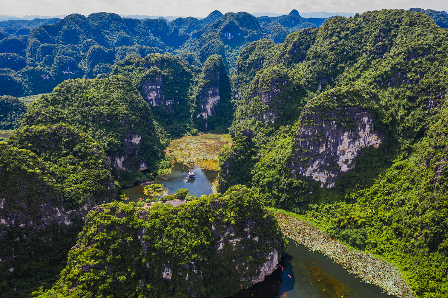 Limestone rich Trang An draws tourists with ancient allure pic 1