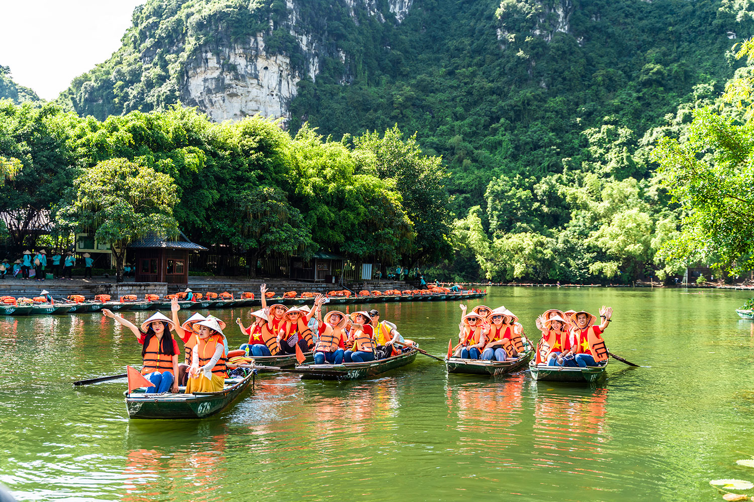 Limestone rich Trang An draws tourists with ancient allure pic 4
