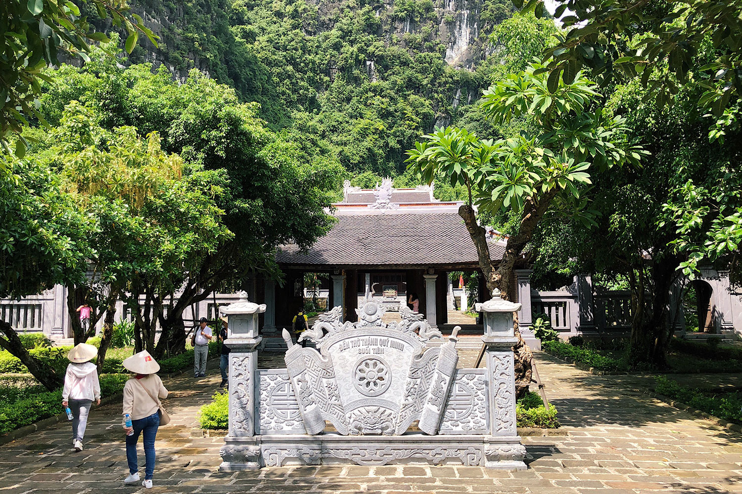 Limestone rich Trang An draws tourists with ancient allure pic 6