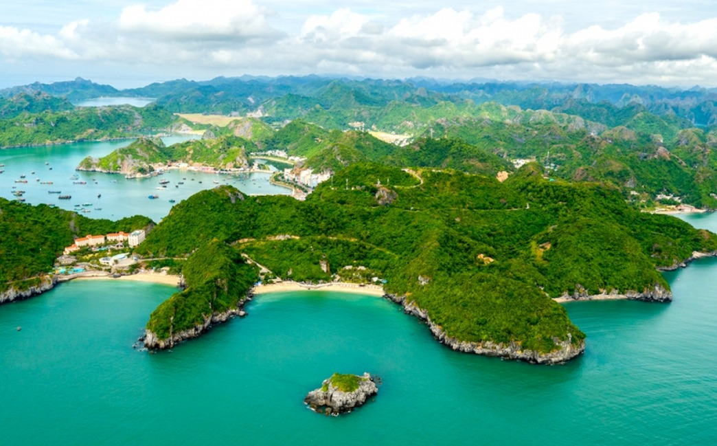 Cat Ba ranks first among Google's 2020 top searches for tourist destinations in Vietnam pic 1