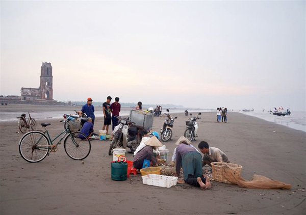 Seafood market in the morning picture 2