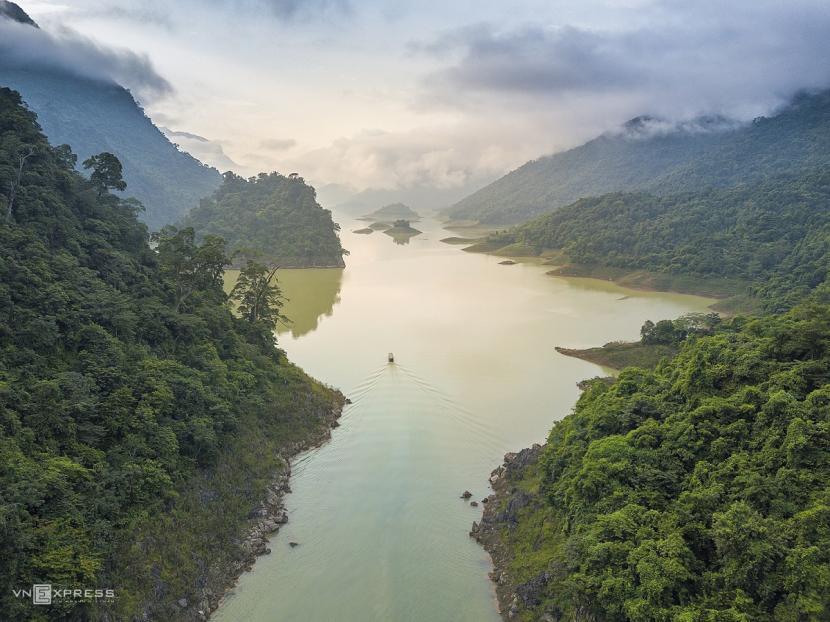 The sensory overload that is Na Hang Lake 1